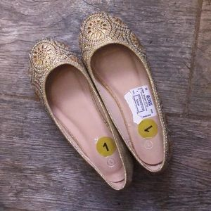 Other - Cute Girls size 1 Gold glitter/embellished shoes